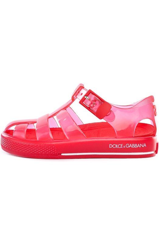 Сандалии Dolce &amp; GabbanaБосоножки<br>Резиновые сандалии розового цвета застегиваются на ремешок с пряжкой. Модель с ортопедической стелькой застегивается на регулируемый ремешок. Толстая подошва декорирована логотипом марки, основанной дизайнерами Доменико Дольче и Стефано Габбана.<br><br>Российский размер RU: 29<br>Пол: Женский<br>Возраст: Детский<br>Размер производителя vendor: 19<br>Материал: Подошва-резина: 100%; Резина: 100%; Стелька-резина: 100%;<br>Цвет: Красный