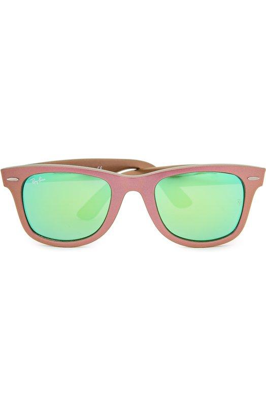 Солнцезащитные очки Ray-BanОчки<br>Солнцезащитные очки wayfarer в ультралегкой пластиковой оправе цвета розовый металлик дополнены зелеными зеркальными линзами с максимальной степенью защиты от УФ-лучей. Внешние углы декорированы позолоченными заклепками.<br><br>Российский размер RU: 50<br>Пол: Мужской<br>Возраст: Взрослый<br>Размер производителя vendor: 50<br>Цвет: Бесцветный