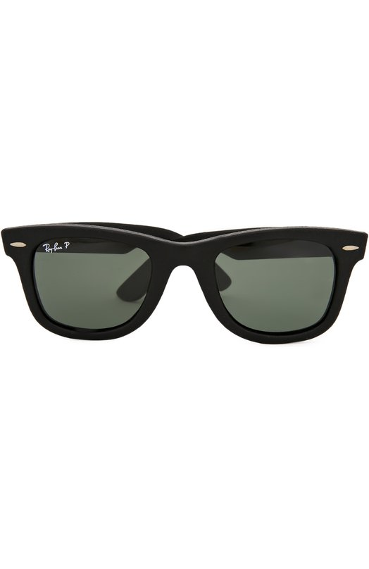 Солнцезащитные очки Ray-BanОчки<br>Солнцезащитные очки Wayfarer изготовлены из пластика, покрытого матовой фактурной кожей черного цвета. Обновленная версия классической модели, ставшей знаковой для марки, дополнена зелеными поляризованными стеклами, на 100% защищающими глаза от ультрафиолетового излучения.<br><br>Российский размер RU: 50<br>Пол: Мужской<br>Возраст: Взрослый<br>Размер производителя vendor: 50<br>Цвет: Бесцветный