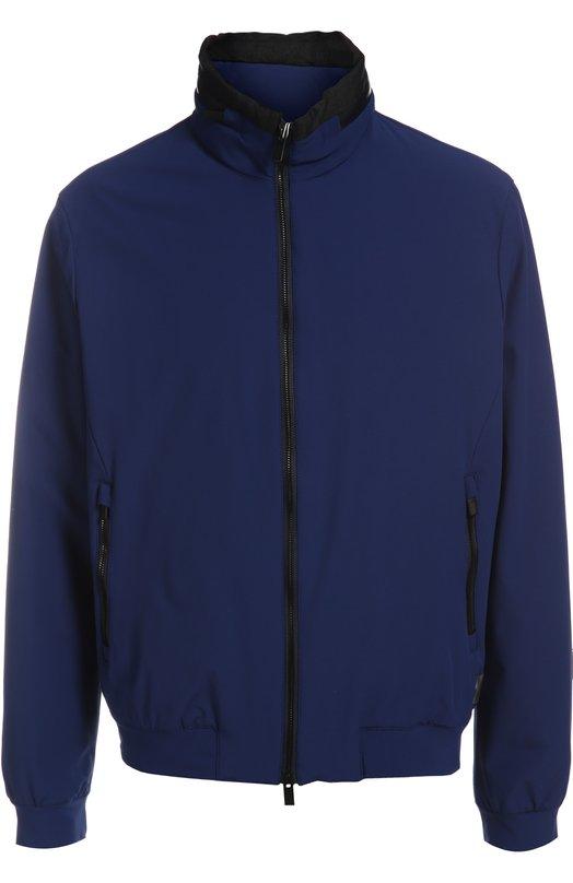 Куртка-бомбер Armani CollezioniКуртки<br>В осенне-зимнюю коллекцию бренда, основанного Джорджио Армани, вошла короткая куртка с поясом-резинкой и двумя боковыми карманами на молнии. Рукава модели, сшитой из плотного, водоотталкивающего нейлона, дополнены эластичными манжетами. Мы советуем носить с джемпером, джинсами и ботинками.<br><br>Российский размер RU: 54<br>Пол: Мужской<br>Возраст: Взрослый<br>Размер производителя vendor: 52<br>Материал: Полиамид: 90%; Подкладка-полиамид: 90%; Отделка-полиэстер: 53%; Отделка-полиамид: 47%; Подкладка-эластан: 10%; Эластан: 10%;<br>Цвет: Синий