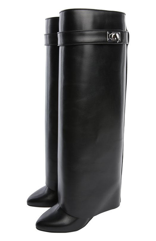 Кожаные сапоги Shark Lock GivenchyСапоги<br>Сапоги на скрытом высоком каблуке вошли в осенне-зимнюю коллекцию бренда, основанного Юбером де Живанши. Модель из гладкой черной кожи украшена тонким ремешком с поворотным замком в форме акульего клыка, который впервые появился на аксессуарах марки в 2012 году.<br><br>Российский размер RU: 40<br>Пол: Женский<br>Возраст: Взрослый<br>Размер производителя vendor: 40<br>Материал: Кожа натуральная: 100%; Стелька-кожа: 100%; Подошва-кожа: 100%;<br>Цвет: Черный