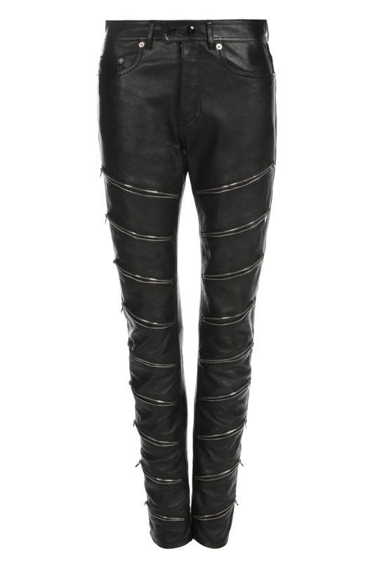Кожаные брюки Saint LaurentБрюки<br>Брюки из мягкой черной кожи вошли в осенне-зимнюю коллекцию бренда, основанного Ивом Сен-Лораном. Брючины украшены молниями, пришитыми по косой. Нам нравится сочетать с черной блузой и ботильонами на платформе.<br><br>Российский размер RU: 46<br>Пол: Женский<br>Возраст: Взрослый<br>Размер производителя vendor: 40<br>Материал: Кожа натуральная: 100%;<br>Цвет: Черный