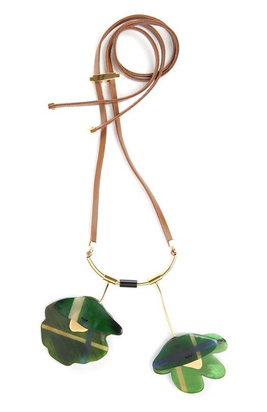 Колье MarniКолье<br>Аксессуар из осенне-зимней коллекции марки, основанной Консуэло Кастильони, выполнен из тонких роговых пластинок зеленого цвета и позолоченного металла. Колье с цветочными мотивами дополнено кожаным шнурком, регулируемым по длине.<br><br>Пол: Женский<br>Возраст: Взрослый<br>Размер производителя vendor: NS<br>Материал: Недрагоценный металл: %; Рог быка: %; Кожа/бык/: %;<br>Цвет: Зеленый