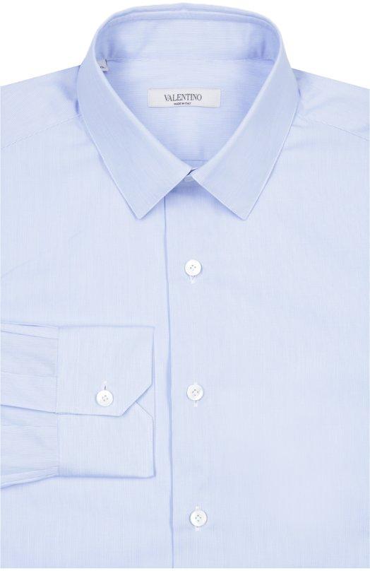 Сорочка ValentinoРубашки<br>Мастера бренда, основанного Валентино Гаравани, произвели рубашку с классическим воротником и манжетами итальянского типа из тонкого голубого хлопка. Нам нравится сочетать модель из весенне-летней коллекции 2016 года с темным костюмом, синим галстуком и черными дерби.<br><br>Российский размер RU: 41<br>Пол: Мужской<br>Возраст: Взрослый<br>Размер производителя vendor: 41<br>Материал: Хлопок: 100%;<br>Цвет: Голубой
