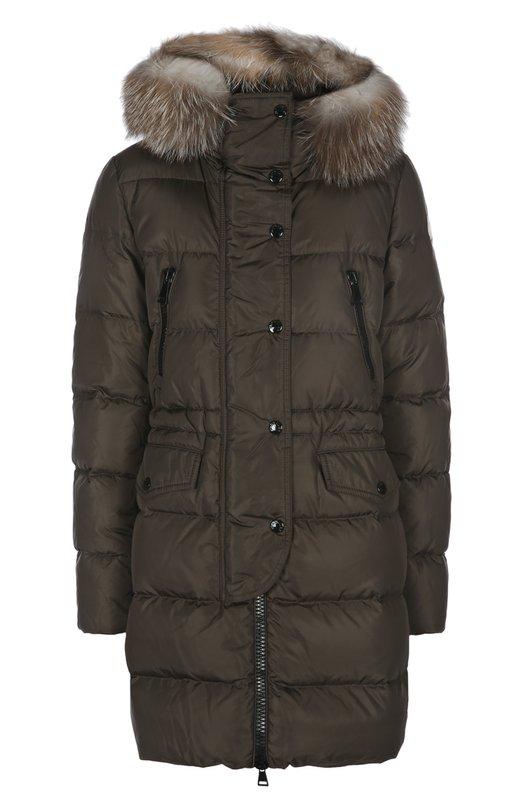 Пуховик с капюшоном MonclerКуртки<br>Приталенный стеганый пуховик с капюшоном вошел в коллекцию сезона осень-зима 2015 года. Модель выполнена из водоотталкивающей ткани цвета хаки. Куртка с утеплителем из гусиного пуха застегивается на потайную молнию, скрытую под планкой с кнопками. Капюшон украшен мехом лисы.<br><br>Российский размер RU: 52<br>Пол: Женский<br>Возраст: Взрослый<br>Размер производителя vendor: 5<br>Материал: Пух: 90%; Полиамид: 100%; Подкладка-полиамид: 100%; Перо: 10%; Отделка мех./лиса/: %;<br>Цвет: Хаки