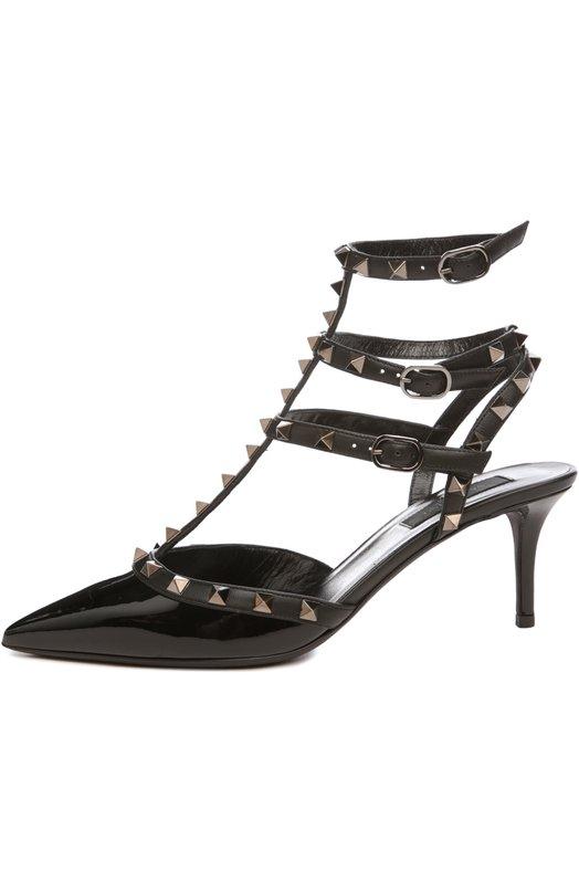 Туфли Rockstud Noir ValentinoТуфли<br>Черные туфли Noir без задника вошли в осенне-зимнюю коллекцию бренда, основанного Валентино Гаравани. Модель с зауженным мысом, на невысокой шпильке фиксируется на Т-образный ремешок, декорированный шипами-пирамидами с платиновым покрытием, ставшими знаковыми для линии Rockstud.<br><br>Российский размер RU: 38<br>Пол: Женский<br>Возраст: Взрослый<br>Размер производителя vendor: 38-5<br>Материал: Кожа натуральная: 100%; Стелька-кожа: 100%; Подошва-кожа: 100%;<br>Цвет: Черный