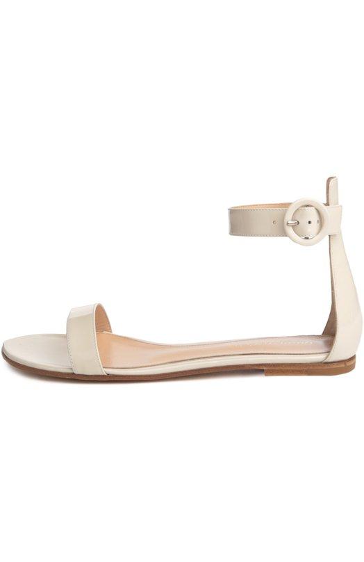 Лаковые сандалии Portofino Gianvito RossiСандалии<br>В классическую коллекцию марки вошли сандалии Portofino на тонкой подошве. Модель сшита из прочной лакированной кожи белого цвета. Обувь с высоким задником фиксируется на щиколотке широким ремешком с круглой пряжкой, характерной для обуви бренда.<br><br>Российский размер RU: 40<br>Пол: Женский<br>Возраст: Взрослый<br>Размер производителя vendor: 40<br>Материал: Кожа натуральная: 100%; Стелька-кожа: 100%; Подошва-кожа: 100%;<br>Цвет: Белый