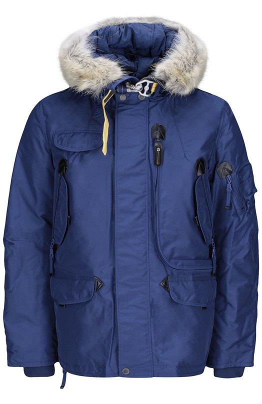 Куртка с подстежкой ParajumpersКуртки<br>Синий пуховик со съемным капюшоном вошел в осенне-зимнюю коллекцию 2016 года. Модель Right Hand выполнена из плотного водоотталкивающего материала. Куртка, утепленная отборным пухом, дополнена шестью карманами. Рекомендуем носить со свитером, джинсами и ботинками.<br><br>Российский размер RU: 56<br>Пол: Мужской<br>Возраст: Взрослый<br>Размер производителя vendor: XXL<br>Материал: Пух: 90%; Отделка-акрил: 80%; Отделка-шерсть: 20%; Отделка мех нат.: 100%; Полиэстер: 100%; Подкладка-полиэстер: 100%; Перо: 10%;<br>Цвет: Синий