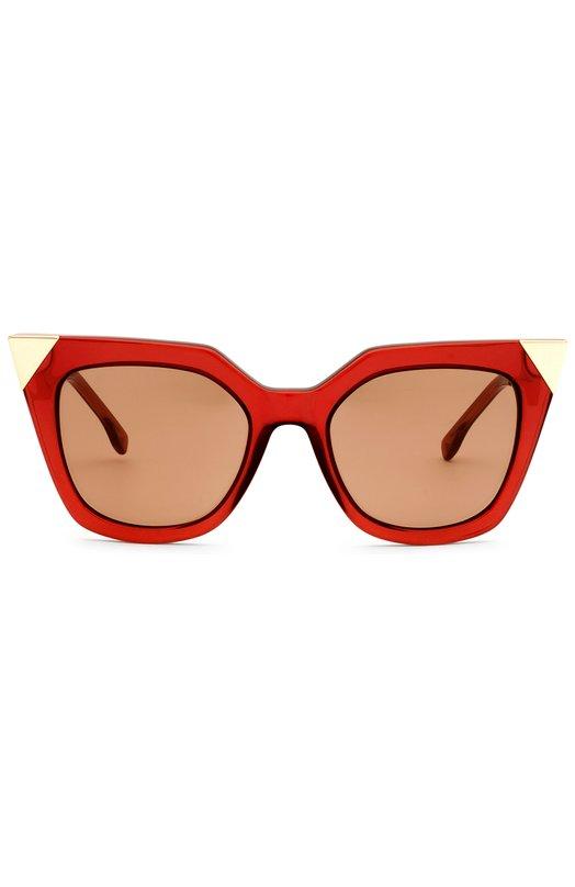 Солнцезащитные очки FendiОчки<br>Солнцезащитные очки Iridia вошли в весенне-летнюю коллекцию марки, основанной Эдуардо и Адель Фенди. Оправу из непрозрачного красного пластика дополняют позолоченные уголки. Тонкие дужки выполнены из легкого металла.<br><br>Пол: Женский<br>Возраст: Взрослый<br>Размер производителя vendor: NS<br>Цвет: Красный
