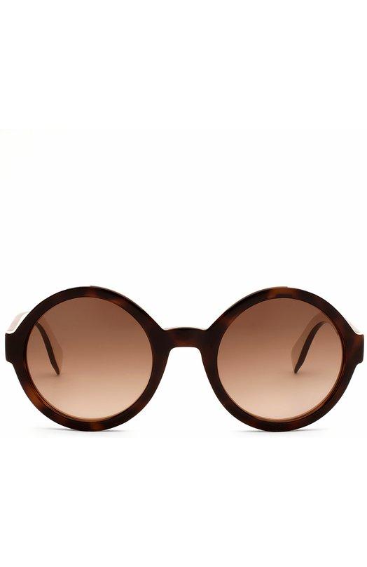 Солнцезащитные очки FendiОчки<br>Оправа круглой формы, с широкими дужками произведена из легкого пластика двух цветов: коричневого и золотистого. Солнцезащитные очки из весенне-летней коллекции 2016 года украшены выгравированным логотипом марки, основанной Эдуардо и Адель Фенди.<br><br>Пол: Женский<br>Возраст: Взрослый<br>Размер производителя vendor: NS<br>Цвет: Коричневый