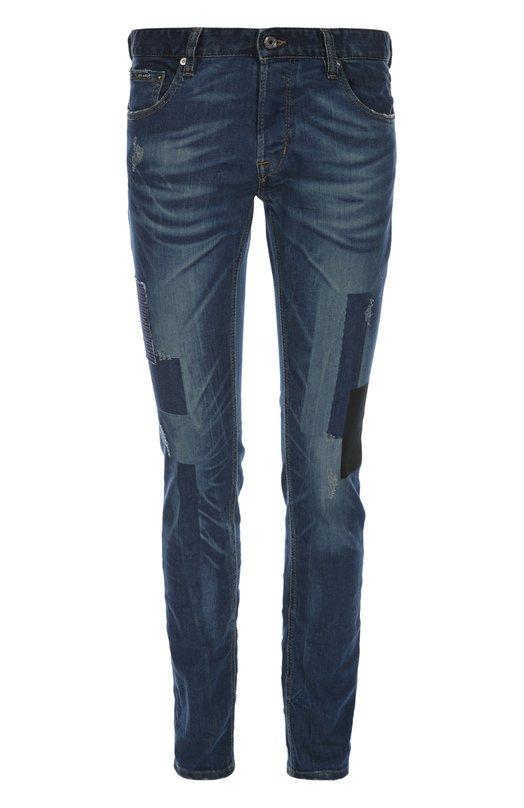 Джинсы Just CavalliДжинсы<br>В весенне-летнюю коллекцию бренда, основанного Роберто Кавалли, вошли синие зауженные джинсы с классической посадкой на талии. Модель из потертого эластичного хлопка декорирована разноцветными заплатками. Советуем сочетать с темной футболкой и черными брогами.<br><br>Российский размер RU: 50<br>Пол: Мужской<br>Возраст: Взрослый<br>Размер производителя vendor: 34<br>Материал: Хлопок: 98%; Эластан: 2%;<br>Цвет: Синий