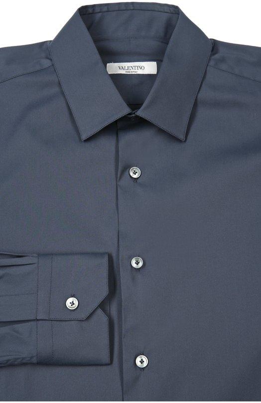 Сорочка ValentinoРубашки<br>Темно-синяя рубашка из гладкого тонкого хлопка застегивается на перламутровые пуговицы. Модель с воротником акула и длинными рукавами вошла в весенне-летнюю коллекцию марки, основанной Валентино Гаравани.<br><br>Российский размер RU: 37<br>Пол: Мужской<br>Возраст: Взрослый<br>Размер производителя vendor: 37<br>Материал: Хлопок: 74%; Эластан: 3%; Полиамид: 23%;<br>Цвет: Темно-синий