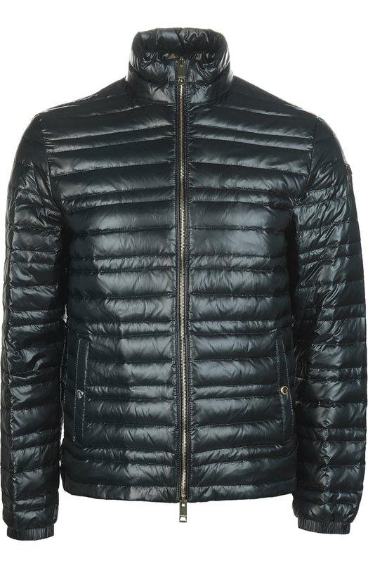 Куртка Burberry BritКуртки<br>В весенне-летнюю коллекцию бренда, основанного Томасом Берберри, вошла легкая куртка с воротником-стойкой, утепленная гусиным пухом. Модель из стеганного водоотталкивающего нейлона темно-синего цвета застегивается на молнию, боковые карманы – на кнопки.<br><br>Российский размер RU: 48<br>Пол: Мужской<br>Возраст: Взрослый<br>Размер производителя vendor: M<br>Материал: Пух: 90%; Подкладка-лен: 58%; Подкладка-хлопок: 42%; Подкладка-полиамид: 100%; Полиамид: 100%; Перо: 10%;<br>Цвет: Темно-синий