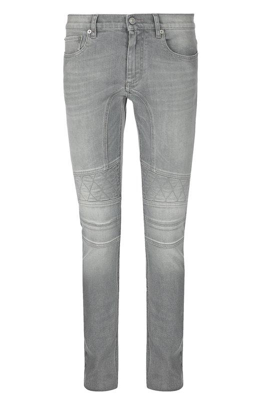 Зауженные джинсы с потертостями BelstaffДжинсы<br>Вдохновившись байкерской стилистикой, дизайнеры марки украсили светло-серые джинсы швами. Зауженная модель из весенне-летней коллекции 2016 года сшита из мягкого эластичного хлопка с декоративными потертостями.<br><br>Российский размер RU: 54<br>Пол: Мужской<br>Возраст: Взрослый<br>Размер производителя vendor: 34<br>Материал: Хлопок: 98%; Эластан: 2%;<br>Цвет: Светло-серый