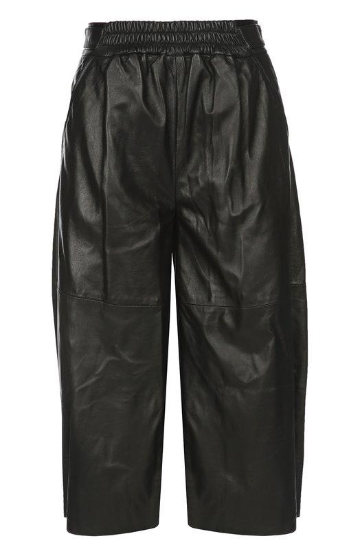 Кожаные шорты BelstaffШорты<br>В весенне-летнюю коллекцию 2016 года вошли удлиненные шорты. Модель с боковыми карманами сшита мастерами марки из тонкой мелкозернистой кожи черного цвета. Советуем сочетать с черным пуловером, ботинками в тон и паркой цвета хаки.<br><br>Российский размер RU: 46<br>Пол: Женский<br>Возраст: Взрослый<br>Размер производителя vendor: 44<br>Материал: Кожа натуральная: 100%; Подкладка-вискоза: 100%;<br>Цвет: Черный