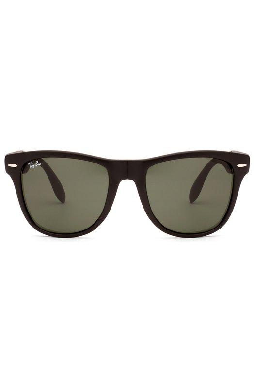 Солнцезащитные очки Ray-BanОчки<br>Солнцезащитные очки Wayfarer вошли в классическую коллекцию бренда. Складная оправа, произведенная мастерами марки из легкого, но прочного пластика черного цвета, украшена позолоченным логотипом бренда.<br><br>Российский размер RU: 50<br>Пол: Мужской<br>Возраст: Взрослый<br>Размер производителя vendor: 50<br>Цвет: Черный