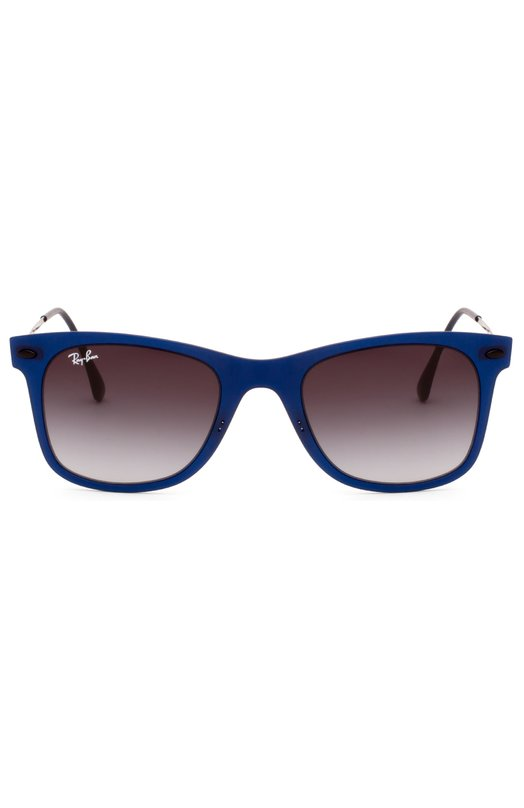 Солнцезащитные очки Ray-BanОчки<br>Обновленная версия классической модели Wayfarer Light Ray с серыми градиентными стеклами вошли в коллекцию сезона весна-лето 2016 года. Сверхлегкая оправа выполнена из матового синего пластика, дужки – из титана в тон.<br><br>Пол: Женский<br>Возраст: Взрослый<br>Размер производителя vendor: NS<br>Цвет: Синий