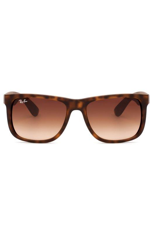 Солнцезащитные очки Ray-BanОчки<br>Солнцезащитные очки Justin вошли в коллекцию сезона весна-лето 2016 года. Модель выполнена из облегченного прорезиненного пластика черепаховой расцветки. Прямоугольные линзы с максимальной степенью защиты от УФ-лучей изготовлены из устойчивого к царапинам минерального стекла.<br><br>Пол: Мужской<br>Возраст: Взрослый<br>Размер производителя vendor: NS<br>Цвет: Бесцветный