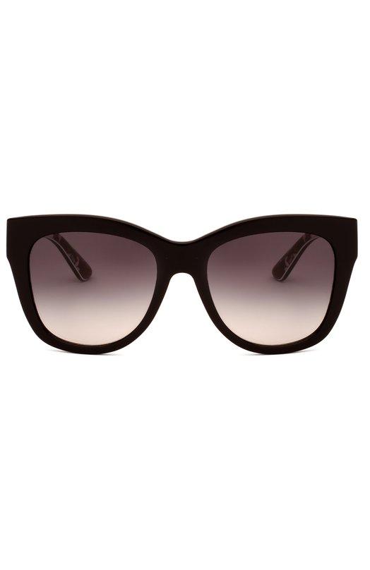 Солнцезащитные очки Dolce &amp; GabbanaОчки<br>В весенне-летнюю коллекцию 2016 года вошли солнцезащитные очки из прочного пластика черного цвета, дополненные металлическими вставками. Широкие дужки украшены логотипом бренда, основанного Доменико Дольче и Стефано Габбана. Внутренняя сторона декорирована принтом в виде роз.<br><br>Пол: Женский<br>Возраст: Взрослый<br>Размер производителя vendor: NS<br>Цвет: Бесцветный