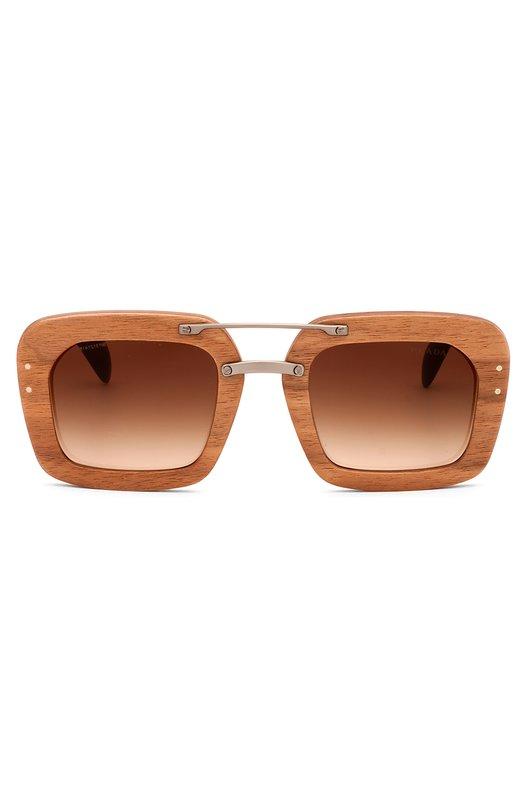 Солнцезащитные очки PradaОчки<br>Солнцезащитные очки с оправой из черного ореха и градиентными линзами вошли в весенне-летнюю коллекцию 2016 года. Пластиковые дужки черепаховой расцветки украшены позолоченным логотипом бренда, основанного Марио и Мартино Прада.<br><br>Пол: Женский<br>Возраст: Взрослый<br>Размер производителя vendor: NS<br>Цвет: Бесцветный