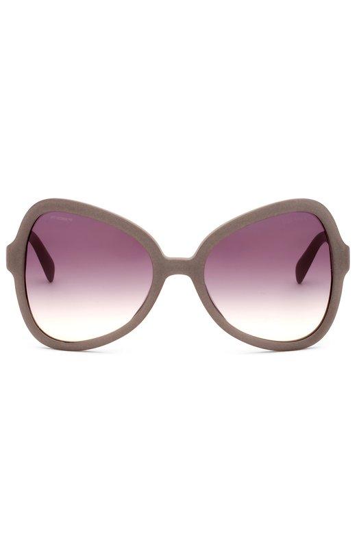 Солнцезащитные очки PradaОчки<br>Солнцезащитные очки в серой пластиковой оправе, с лиловыми градиентными линзами вошли в весенне-летнюю коллекцию бренда, основанного Марио и Мартино Прада. Дужки украшены выгравированным логoтипом марки.<br><br>Пол: Женский<br>Возраст: Взрослый<br>Размер производителя vendor: NS<br>Цвет: Фиолетовый