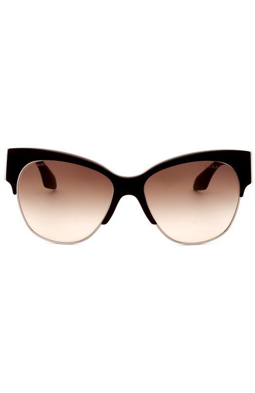 Солнцезащитные очки PradaОчки<br>Миучча Прада включила в весенне-летнюю коллекцию 2016 года солнцезащитные очки в оправе, выполненной из комбинации прочного темного пластика и позолоченного металла. Аксессуар с градиентными ударопрочными стеклами дополнен широкими дужками, украшенными логотипом бренда.<br><br>Пол: Женский<br>Возраст: Взрослый<br>Размер производителя vendor: NS<br>Цвет: Коричневый