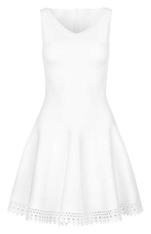Приталенное платье без рукавов с перфорацией AlaiaПлатья<br>В весенне-летнюю коллекцию бренда, основанного Аззедином Алайя, вошло приталенное белое платье без рукавов. Модель с неглубоким V-образным вырезом изготовлена по бесшовной технологии из эластичного тонкого трикотажа. Подол украшен узорами, выполненными с помощью лазерной перфорации.<br><br>Российский размер RU: 44<br>Пол: Женский<br>Возраст: Взрослый<br>Размер производителя vendor: 38<br>Материал: Вискоза: 74%; Полиэстер: 24%; Полиамид: 2%;<br>Цвет: Белый