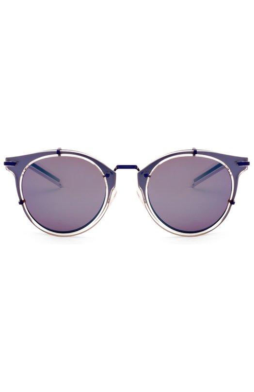 Солнцезащитные очки DiorОчки<br>Солнцезащитные очки дополнены зеркальными стеклами. Оправа изготовлена из легкого металла и прочного пластика фиолетового цвета. Прозрачные носоупоры декорированы выгравированным логотипом бренда, основанного Кристианом Диором.<br><br>Пол: Женский<br>Возраст: Взрослый<br>Размер производителя vendor: NS<br>Цвет: Синий