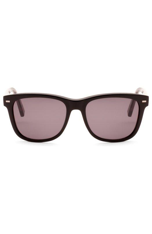 Очки солнцезащитные Ermenegildo ZegnaОчки<br>Солнцезащитные очки с коричневыми стеклами Roviex произведены из прочного пластика черного цвета и полированного металла с рутениевым напылением. Оправа квадратной формы дополнена дужками с рельефным узором «шеврон», характерным для изделий марки, основанной Эрменеджильдо Зенья.<br><br>Пол: Мужской<br>Возраст: Взрослый<br>Размер производителя vendor: NS<br>Цвет: Бесцветный