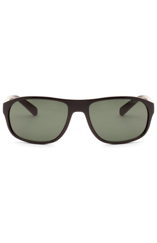 Очки солнцезащитные Prada Linea RossaОчки<br>Солнцезащитные очки Sport с прямоугольной оправой изготовлены из полированного ацетата черного цвета. Модель дополнена зелеными линзами, на 100% блокирующими ультрафиолетовое и инфракрасное излучение. Дужки декорированы красной вставкой с логотипом бренда, основанного Марио и Мартино Прада.<br><br>Пол: Мужской<br>Возраст: Взрослый<br>Размер производителя vendor: NS<br>Цвет: Бесцветный