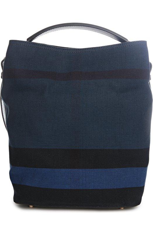 Сумка с косметичкой BurberryЖенские сумки<br>Мастера марки, основанной Томасом Берберри, использовали для создания синей сумки Ashby прочную ткань в клетку Canvas Check, для широкой ручки и дна – матовую кожу. Модель вошла в коллекцию сезона весна-лето 2016 года. В комплекте – косметичка с ремешком-браслетом.<br><br>Пол: Женский<br>Возраст: Взрослый<br>Размер производителя vendor: NS<br>Материал: Джут: 56%; Хлопок: 44%; Отделка кожа натуральная: 100%;<br>Цвет: Синий