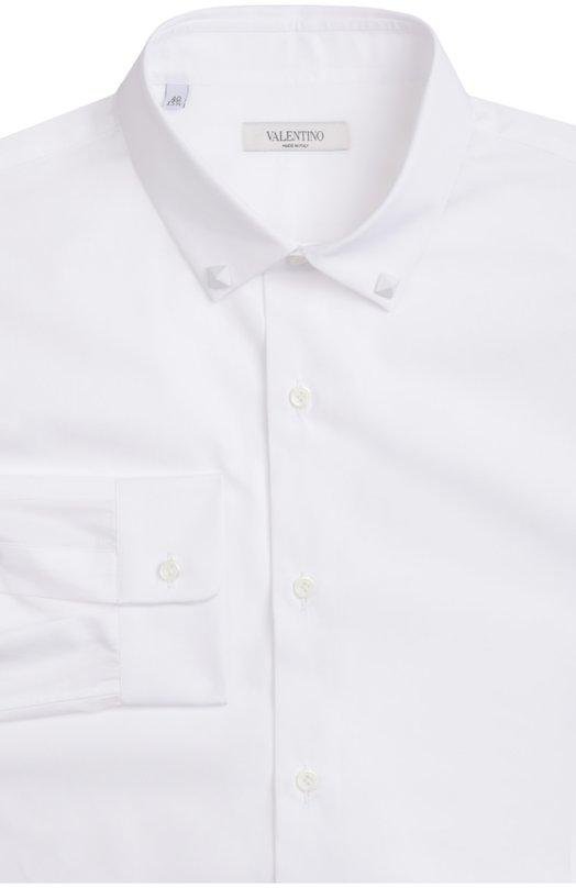 Сорочка ValentinoРубашки<br>Белая рубашка с длинными рукавами, сшитая из тонкого хлопка поплина, вошла в весенне-летнюю коллекцию бренда, основанного Валентино Гаравани. Воротник кент украшен шипами-пирамидами с лаковым покрытием в тон.<br><br>Российский размер RU: 48<br>Пол: Мужской<br>Возраст: Взрослый<br>Размер производителя vendor: 39<br>Материал: Хлопок: 100%;<br>Цвет: Белый