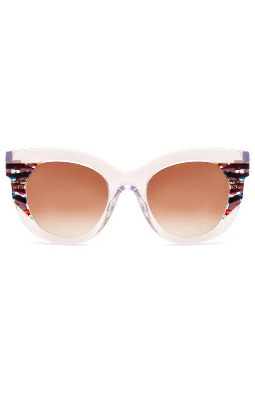 Солнцезащитные очки Thierry LasryОчки<br>Солнцезащитные очки Slutty выполнены вручную из прозрачного ацетата. Внешние углы украшены радужными вставками. Мастера бренда, основанного Тьери Ласри, дополнили модель градиентными линзами с высокой степенью защиты от УФ-лучей.<br><br>Пол: Женский<br>Возраст: Взрослый<br>Размер производителя vendor: NS<br>Цвет: Бесцветный