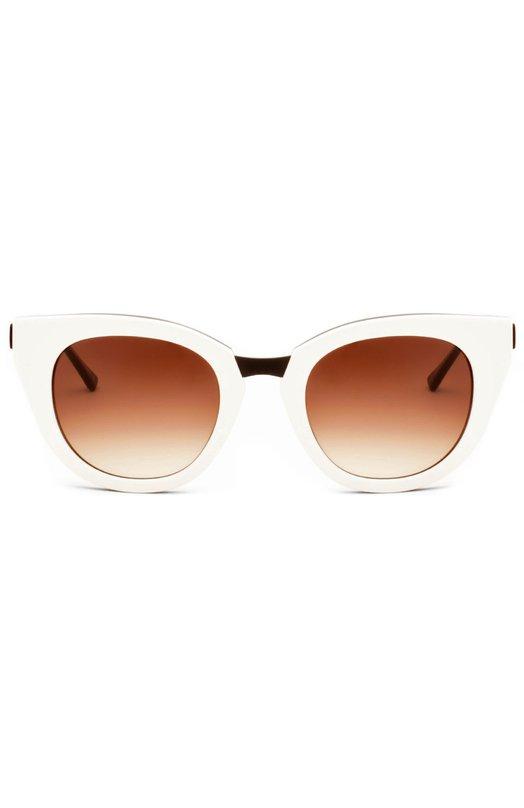 Солнцезащитные очки Thierry LasryОчки<br>Модель Snobby выполнена из прочного двухцветного ацетата: светлого – снаружи и темно-коричневого – с внутренней стороны. Мастера бренда, основанного Тьери Ласри, дополнили оправу тонкими металлическими дужками и градиентными линзами с максимальной степенью защиты от УФ-лучей.<br><br>Пол: Женский<br>Возраст: Взрослый<br>Размер производителя vendor: NS<br>Цвет: Белый