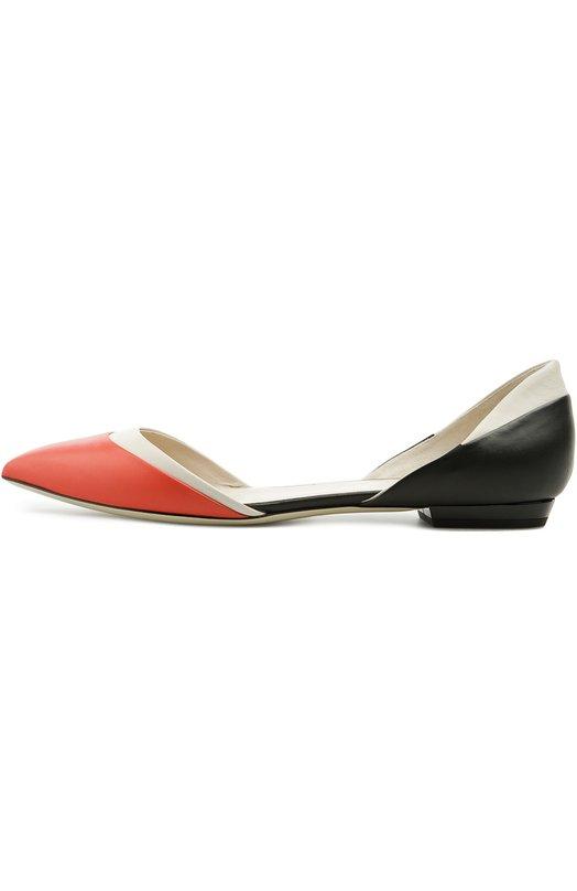 Балетки Giorgio ArmaniБалетки<br>Для производства обуви мастера марки использовали мягкую гладкую кожу красного, белого и черного цветов. Балетки с зауженным мысом, на тонкой подошве и невысоком квадратном каблуке вошли в весенне-летнюю коллекцию бренда, основанного Джорджио Армани.<br><br>Российский размер RU: 39<br>Пол: Женский<br>Возраст: Взрослый<br>Размер производителя vendor: 39<br>Материал: Кожа натуральная: 100%; Стелька-кожа: 100%; Подошва-кожа: 100%;<br>Цвет: Красный