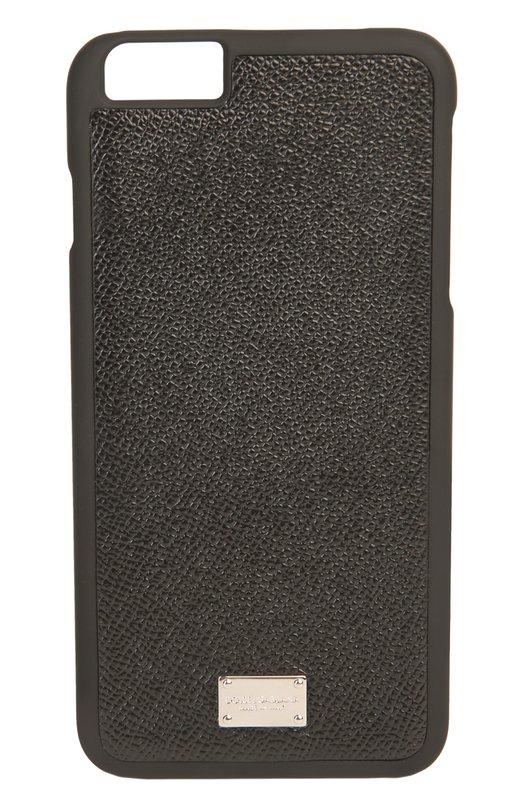 Кожаный чехол для iPhone 6/6S Plus Dolce &amp; GabbanaЧехлы для iPhone<br>Для производства аксессуара черного цвета использована мягкая кожа с тиснением Dauphine. Футляр для iPhone 6 Plus декорирован небольшой металлической пластиной с логотипом марки, основанной Доменико Дольче и Стефано Габбана.<br><br>Пол: Женский<br>Возраст: Взрослый<br>Размер производителя vendor: NS<br>Материал: Кожа натуральная: 100%;<br>Цвет: Черный
