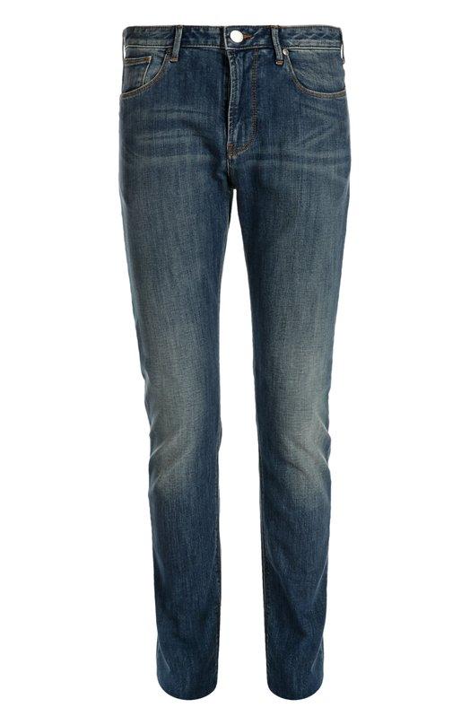 Джинсы Armani JeansДжинсы<br>Синие джинсы с классической посадкой на талии декорированы металлической эмблемой марки в виде тотемного орла. Модель из эластичного хлопка вошла в весенне-летнюю коллекцию бренда, основанного Джорджио Армани. Попробуйте носить с красной футболкой и белыми кедами.<br><br>Российский размер RU: 48<br>Пол: Мужской<br>Возраст: Взрослый<br>Размер производителя vendor: 32<br>Материал: Хлопок: 98%; Эластан: 2%;<br>Цвет: Синий