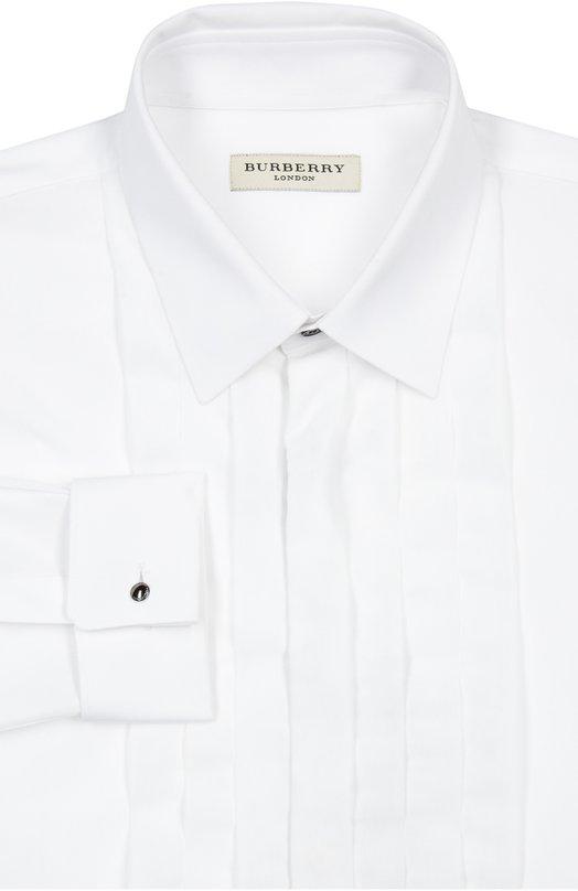 Сорочка BurberryРубашки<br>Рубашка белого цвета вошла в весенне-летнюю коллекцию марки, основанной Томасом Берберри. Модель с длинным рукавом и плиссированной нагрудной вставкой произведена из мягкого поплина. Советуем носить с синим пиджаком, черными брюками и темным галстуком-бабочкой.<br><br>Российский размер RU: 44<br>Пол: Мужской<br>Возраст: Взрослый<br>Размер производителя vendor: 14-5<br>Материал: Хлопок: 100%;<br>Цвет: Белый