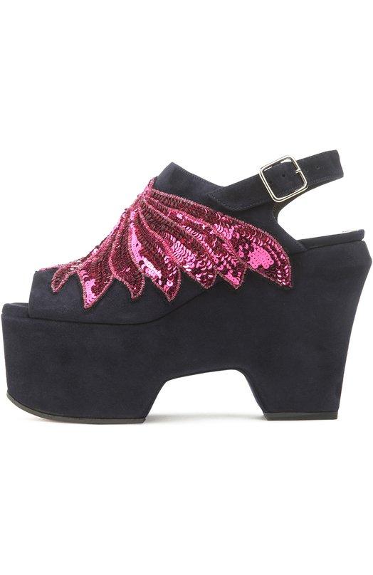 Замшевые босоножки с вышивкой Dries Van NotenБосоножки<br>Модель из мягкой синей замши вошла в весенне-летнюю коллекцию 2016 года. Дрис Ван Нотен декорировал обувь вышивкой из розовых пайеток. Платформа босоножек стилизована под подошву традиционной японской обуви гэта.<br><br>Российский размер RU: 38<br>Пол: Женский<br>Возраст: Взрослый<br>Размер производителя vendor: 38<br>Материал: Стелька-кожа: 100%; Подошва-резина: 100%; Замша натуральная: 100%;<br>Цвет: Темно-синий