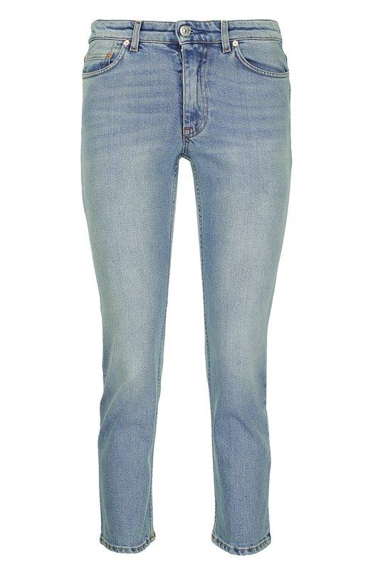 Укороченные прямые джинсы Acne StudiosДжинсы<br>Укороченные джинсы boyfriend вошли в осенне-зимнюю коллекцию 2016 года. Мастера марки изготовили изделие из голубого эластичного хлопка с небольшими потертостями. Модель прошита коричневой нитью. Рекомендуем сочетать с кремовым свитшотом и белыми кедами.<br><br>Российский размер RU: 44<br>Пол: Женский<br>Возраст: Взрослый<br>Размер производителя vendor: 28<br>Материал: Хлопок: 98%; Полиуретан: 2%;<br>Цвет: Голубой