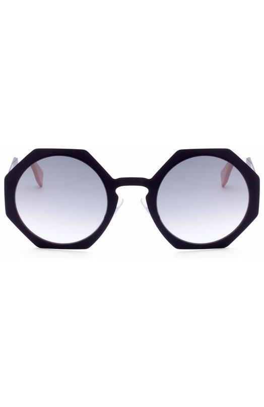 Солнцезащитные очки FendiОчки<br>Солнцезащитные очки Fendi Facets дополнены градиентными светло-серыми стеклами. Восьмиугольная оправа произведена из прочного пластика черного цвета и легкого металла. Тонкие дужки с контрастными бежевыми заушниками декорированы выгравированным логотипом марки, основанной супругами Фенди.<br><br>Пол: Женский<br>Возраст: Взрослый<br>Размер производителя vendor: NS<br>Цвет: Черный