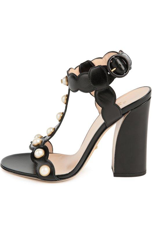 Кожаные босоножки Willow с жемчужинами GucciБосоножки<br>Черные босоножки на тонкой подошве дополнены высоким устойчивым каблуком. Мастера марки, основанной Гуччио Гуччи, сшили модель из матовой зерненой кожи. Ремешки, фиксирующие обувь на ноге, украшены белыми перламутровыми жемчужинами.<br><br>Российский размер RU: 36<br>Пол: Женский<br>Возраст: Взрослый<br>Размер производителя vendor: 36-5<br>Материал: Кожа натуральная: 100%; Стелька-кожа: 100%; Подошва-кожа: 100%;<br>Цвет: Черный