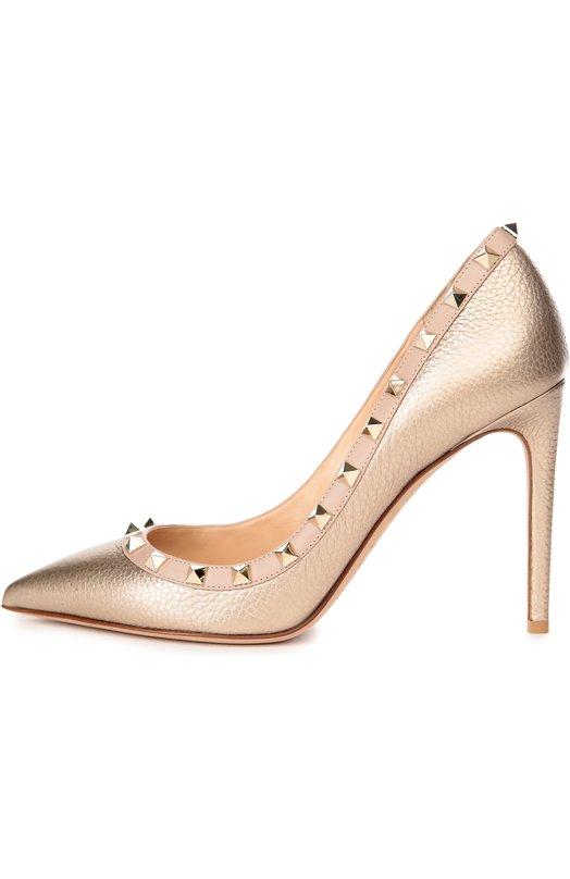 Кожаные туфли Rockstud на шпильке ValentinoТуфли<br>Обновленная версия туфель Rockstud вошла в осенне-зимнюю коллекцию 2016 года. Модель на высоком тонком каблуке с зауженным мысом сшита вручную из металлизированной зернистой кожи золотистого цвета. Вырез украшен кантом с шипами-пирамидами, знаковыми для обуви марки, основанной Валентино Гаравани.<br><br>Российский размер RU: 35<br>Пол: Женский<br>Возраст: Взрослый<br>Размер производителя vendor: 35-5<br>Материал: Кожа натуральная: 100%; Стелька-кожа: 100%; Подошва-кожа: 100%;<br>Цвет: Золотой