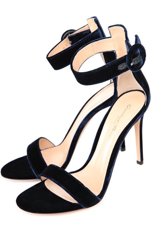Бархатные босоножки Portofino на шпильке Gianvito RossiБосоножки<br>Темно-синие босоножки Portofino на высокой шпильке вошли в коллекцию сезона осень-зима 2016 года. Джанвито Росси выбрал для создания модели мягкий фактурный бархат. Широкий ремешок, фиксирующий обувь на ноге, дополнен круглой пряжкой, характерной для обуви марки.<br><br>Российский размер RU: 35<br>Пол: Женский<br>Возраст: Взрослый<br>Размер производителя vendor: 35<br>Материал: Стелька-кожа: 100%; Подошва-кожа: 100%; Текстиль: 100%;<br>Цвет: Темно-синий