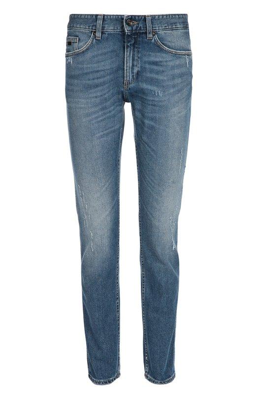 Джинсы из эластичного хлопка BOSSДжинсы<br>Синие зауженные джинсы с декоративными потертостями вошли в осенне-зимнюю коллекцию бренда, основанного Хуго Фердинандом Боссом. Модель изготовлена из плотного хлопка с добавлением эластичных нитей. Нам нравится сочетать с белыми кедами и футболкой.<br><br>Российский размер RU: 54<br>Пол: Мужской<br>Возраст: Взрослый<br>Размер производителя vendor: 36/30<br>Материал: Хлопок: 98%; Эластан: 2%;<br>Цвет: Голубой