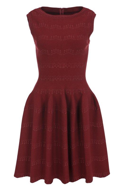 Приталенное мини-платье с вырезом-лодочка AlaiaПлатья<br>Аззедин Алайя включил в коллекцию сезона осень-зима 2016 года короткое бордовое платье с вырезом-лодочкой, без рукавов. Модель с расклешенным подолом застегивается сзади на потайную молнию. Для производства изделия была использована эластичная плотная шерсть с тканным узором.<br><br>Российский размер RU: 44<br>Пол: Женский<br>Возраст: Взрослый<br>Размер производителя vendor: 38<br>Материал: Полиэстер: 7%; Шерсть: 43%; Вискоза: 37%; Эластан: 3%; Полиамид: 10%;<br>Цвет: Бордовый