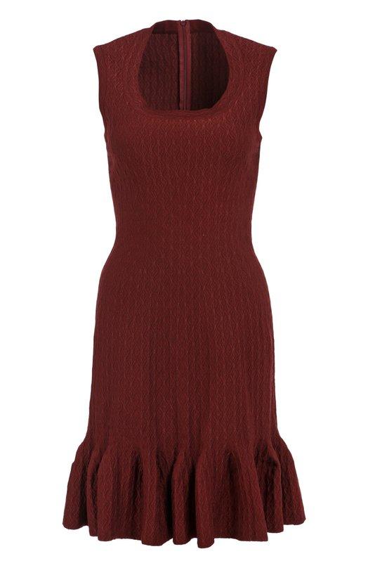 Приталенное платье с круглым вырезом и оборкой AlaiaПлатья<br>В коллекцию сезона осень-зима 2016 года вошла приталенная модель, застегивающаяся сзади на молнию. Аззедин Алайя выбрал для создания короткого платья мягкую эластичную шерсть с контрастным тканным узором. Нам нравится сочетать с черными аксессуарами.<br><br>Российский размер RU: 44<br>Пол: Женский<br>Возраст: Взрослый<br>Размер производителя vendor: 38<br>Материал: Полиэстер: 6%; Эластан: 5%; Шерсть: 40%; Вискоза: 32%; Полиамид: 17%;<br>Цвет: Бордовый