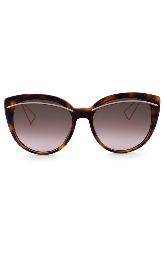 Солнцезащитные очки DiorОчки<br>Солнцезащитные очки Dior Liner с градиентными коричневыми стеклами вошли в осенне-зимнюю коллекцию 2016 года. Для создания черепаховой оправы с белыми вставками использован прочный пластик. Ажурные металлические дужки украшены логотипом марки.<br><br>Пол: Женский<br>Возраст: Взрослый<br>Размер производителя vendor: NS<br>Цвет: Леопардовый