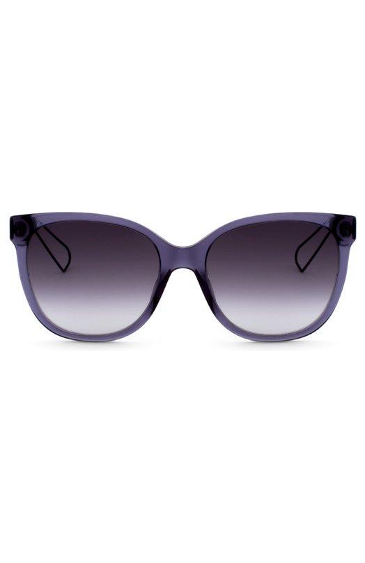 Солнцезащитные очки DiorОчки<br>Солнцезащитные очки Dioramа с градиентными стеклами вошли в осенне-летнюю коллекцию 2016 года. Для изготовления оправы прямоугольной формы использован прочный пластик синего цвета. Ажурные металлические дужки украшены вариацией узора Cannage, придуманного Кристианом Диором в 1953 году.<br><br>Пол: Женский<br>Возраст: Взрослый<br>Размер производителя vendor: NS<br>Цвет: Синий
