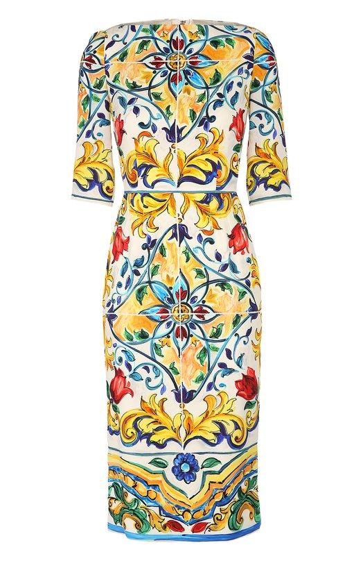 Шелковое платье-футляр с ярким принтом и вырезом-лодочка Dolce &amp; GabbanaПлатья<br>Доменико Дольче и Стефано Габбана включили  в осенне-зимнюю коллекцию 2016 года платье-футляр с принтом, повторяющим узор майолики Кальтаджироне. Приталенная модель с вырезом-лодочкой выполнена из гладкого шелка с добавлением эластичных нитей. Нам нравится сочетать с белыми босоножками.<br><br>Российский размер RU: 42<br>Пол: Женский<br>Возраст: Взрослый<br>Размер производителя vendor: 40<br>Материал: Шелк: 94%; Подкладка-шелк: 94%; Подкладка-эластан: 6%; Эластан: 6%;<br>Цвет: Разноцветный